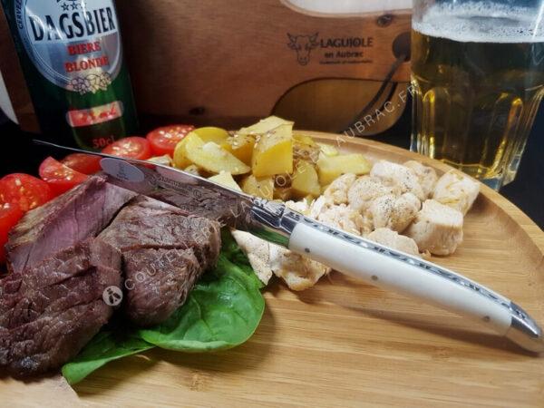 couteau à steak laguiole en aubrac blanc os de boeuf