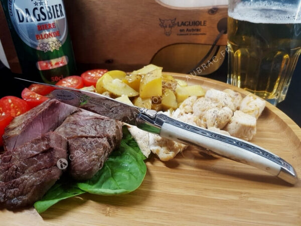 couteau à steak laguiole en aubrac bois de cerf