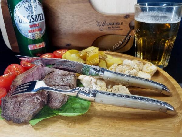 couteau laguiole en corne blonde avec fourchette