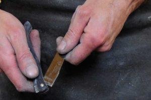 controle de la fermeture de la lame du laguiole